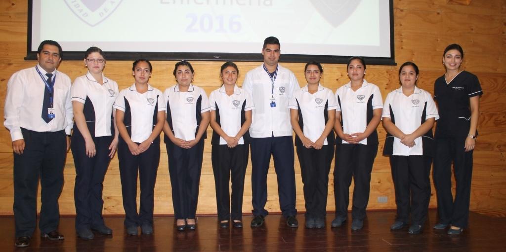 Enfermería invistió a 45 de sus estudiantes para comenzar las prácticas hospitalarias