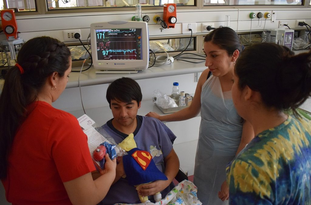 "Estudiantes de Obstetricia entregaron ""pulpitos solidarios"" a bebés prematuros del Hospital de Copiapó"