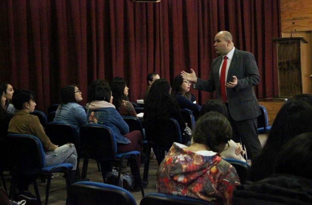 Abogado del Colegio de Matronas (es) de Chile informó sobre la responsabilidad civil y penal en la disciplina