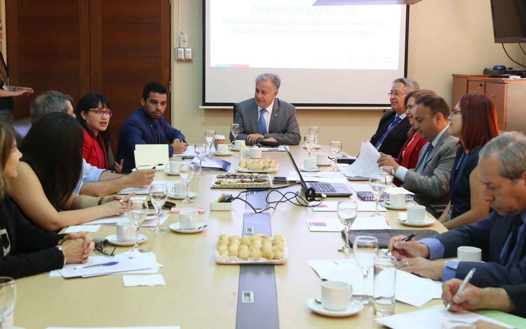 Decano Forlín Aguilera participa en comisión de 16 expertos que reforman el Código Sanitario