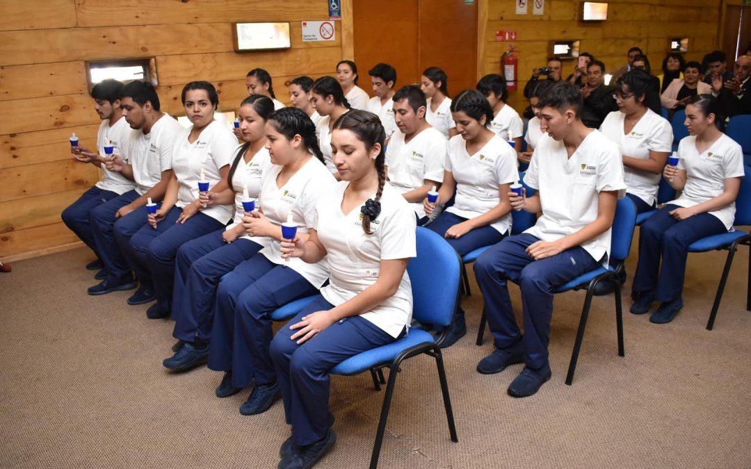 En emotiva ceremonia 19 estudiantes de Enfermería recibieron investidura para realizar su práctica