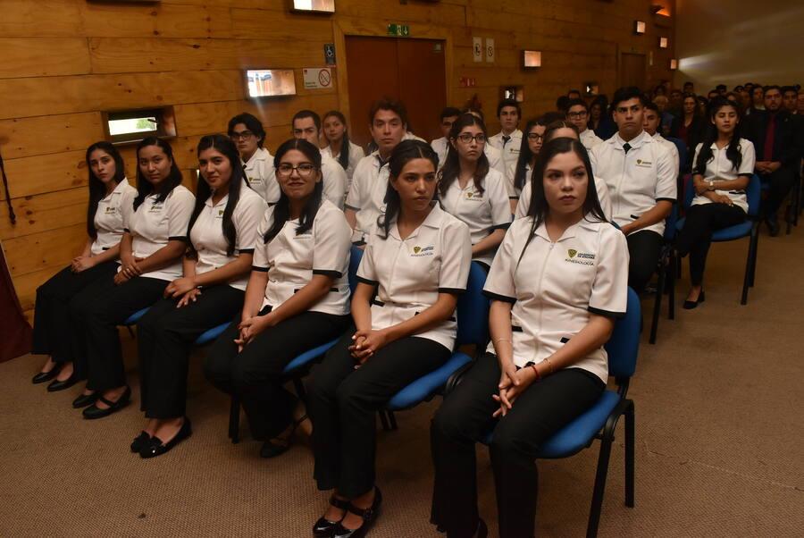Estudiantes de Kinesiología vivieron emotiva Ceremonia de Investidura junto a sus familiares