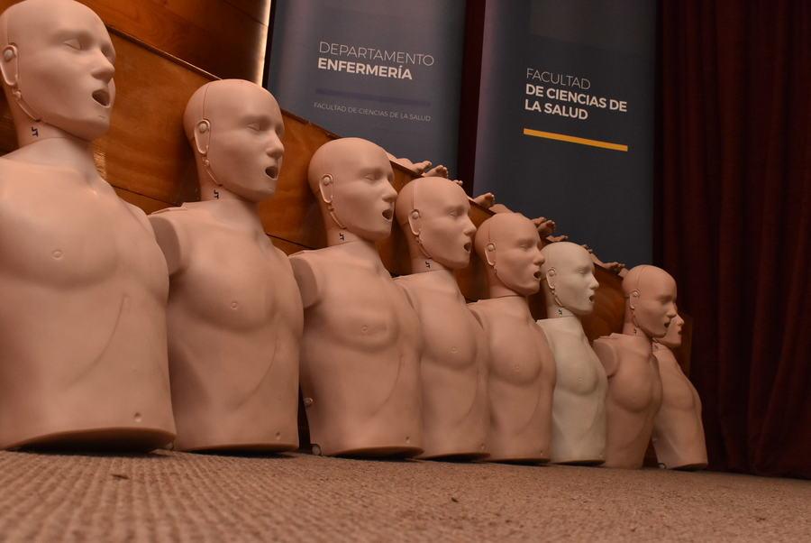 Una cincuentena de participantes tuvo el Taller de RCP realizado por el Departamento de Enfermería